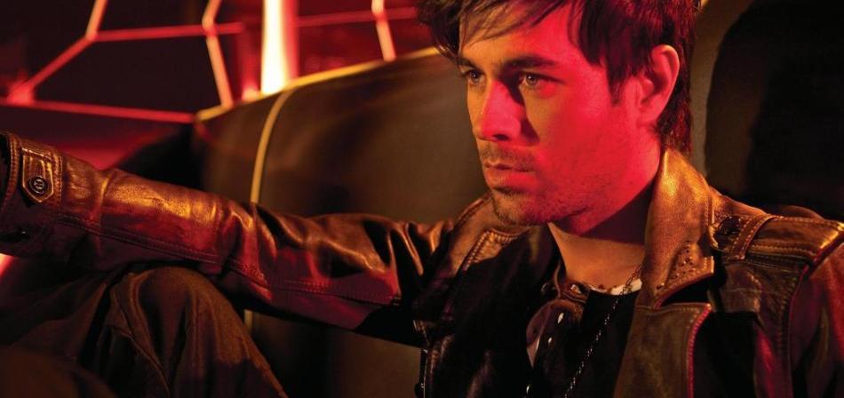Enrique Iglesias arrasa en los Latin Grammy