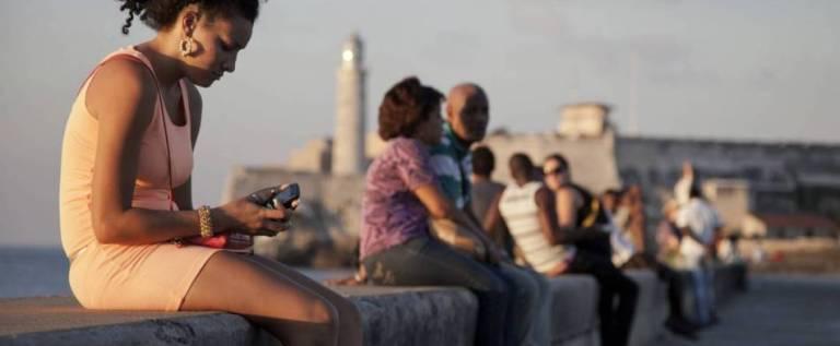 """Prohibirán proyectos como el """"Twitter cubano"""""""