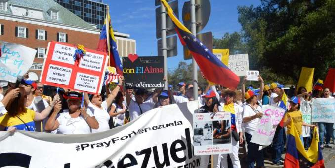 Venezolanos en Miami piden reapertura de consulado