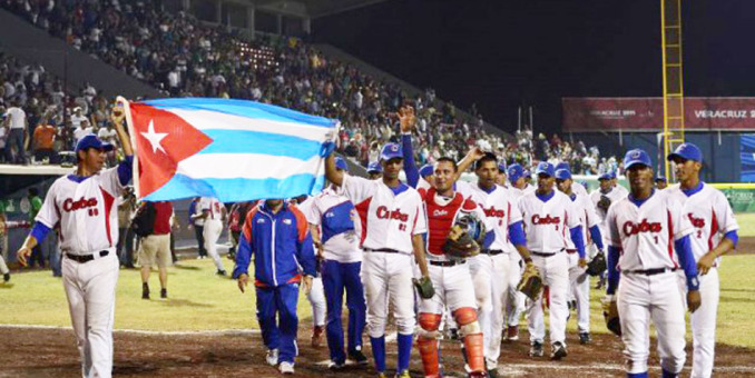 Cuba vence a Nicaragua y es campeona de béisbol en Veracruz-2014