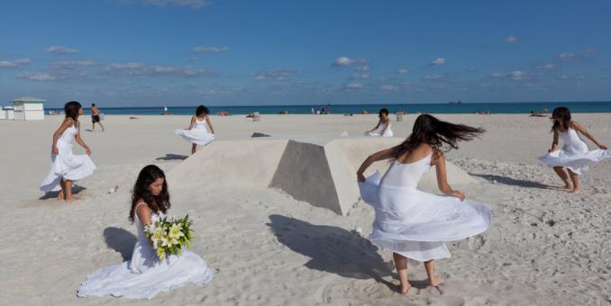 Comienzan actividades de la feria Art Basel Miami Beach en el Museo Frost Art
