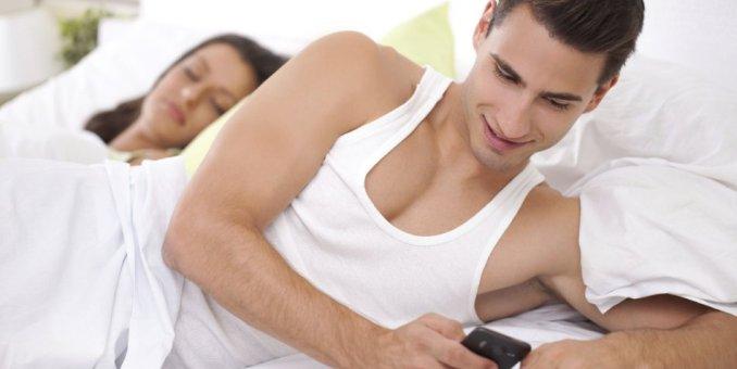 Hasta 40% de los divorcios en Italia presentan mensajes de WhatsApp como evidencia de infidelidad