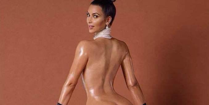 Kim Kardashian se desnuda y enseña el trasero en internet