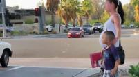 Sorprenden a 'indigente' en California en flamante Mercedes