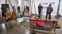 """Arte """"kitsch"""" y sin complejos en Art Basel Miami Beach"""