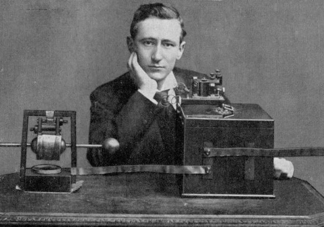 En otro 12 de diciembre, pero de 1901, Marconi envía el primer mensaje por telegrafía sin hilos que cruzó el Atlántico, desde Gran Bretaña hasta Terranova.