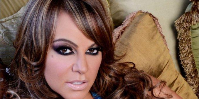 Jenni Rivera es más rica muerta que viva