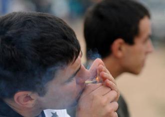 Marihuana recreativa se convierte en legal en capital de EEUU