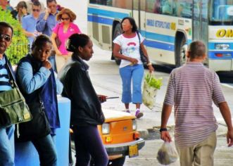 Cubanos celebran con júbilo mejora en relaciones entre Cuba y EEUU