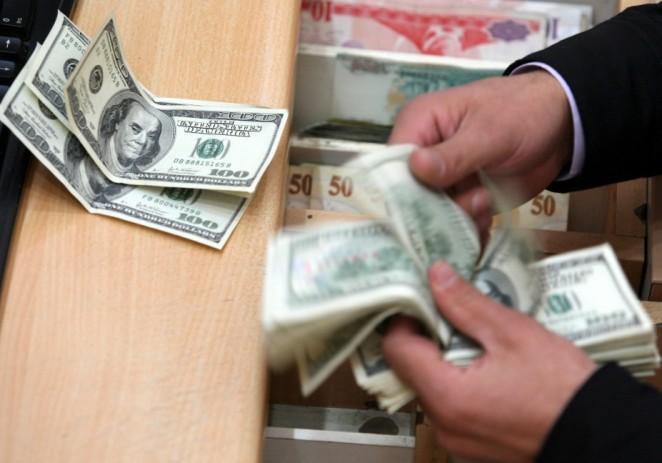 Dólar se dirige a cerrar con mayor avance anual desde 2005