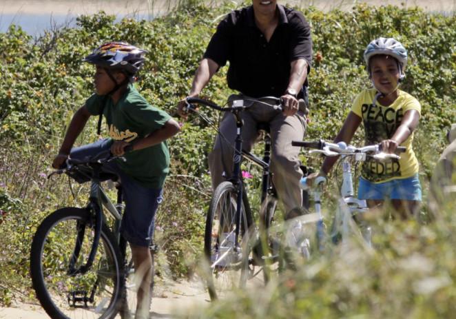 Tras un año movido, Obama busca calma en Hawai