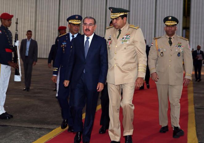 Danilo Medina asciende 13 mil miembros de las Fuerzas Armadas y Policía Nacional