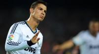 Bajo nivel y festejo de Ronaldo dañan al Real Madrid mientras Messi impulsa al Barça