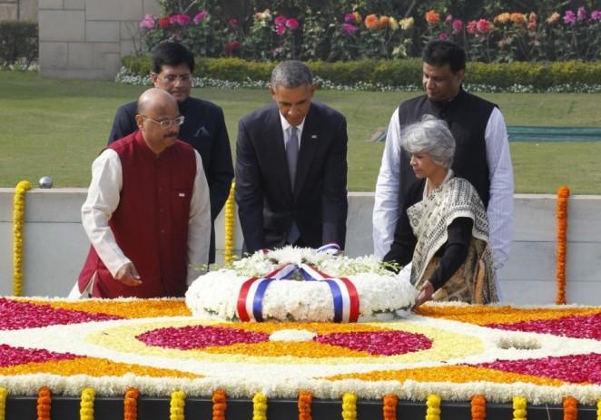 "Obama rinde homenaje a ""mahatma"" Gandhi en La India"