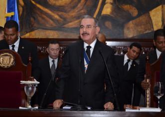 Presidente  Dominicano Danilo Medina Sanchez encabeza desfile cívico militar en Santiago