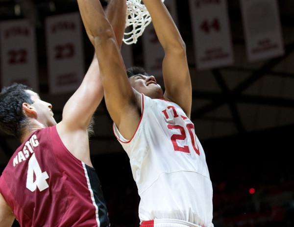 Reyes responde en guerra de triples ante Stanford