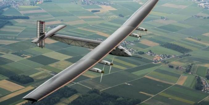 El avión sin combustible 'Solar Impulse' comienza en Abu Dabi su periplo alrededor del mundo