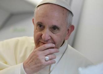 """La """"corrupción apesta"""", dice el Papa en un barrio de Nápoles"""