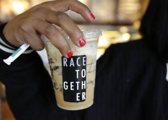 """Starbucks ya no pondrá """"razas unidas"""" en sus vasos"""