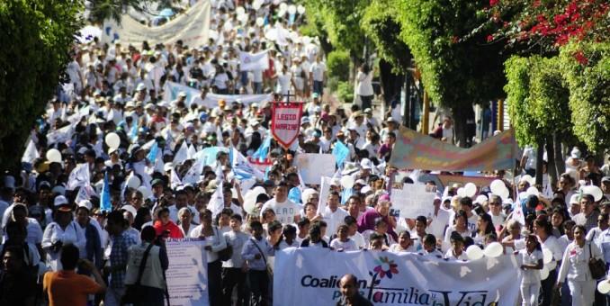 Miles en Colombia marchan por las víctimas y la paz