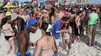 Acusan a dos jóvenes de agresión sexual en playa de Florida