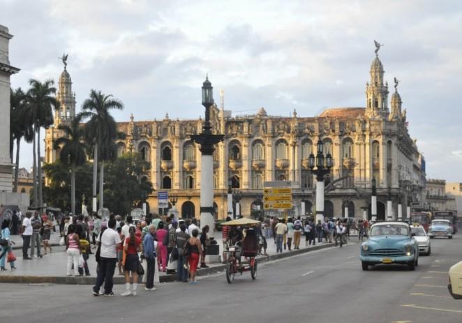 Cubanos se regocijan por posible visita papal y elevan plegarias