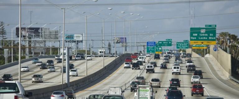 Legislatura de Florida rechaza otorgar licencias de manejar a indocumentados