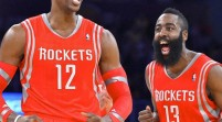James Harden y Dwight Howard mantienen vivos a los Rockets de Houston