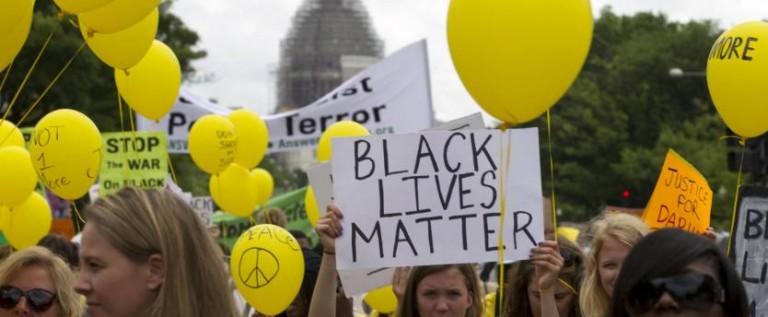 Madres de todo EEUU marchan en Washington contra racismo y abusos policiales