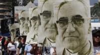 Unas 3.000 personas asisten a procesión homenaje Romero víspera beatificación