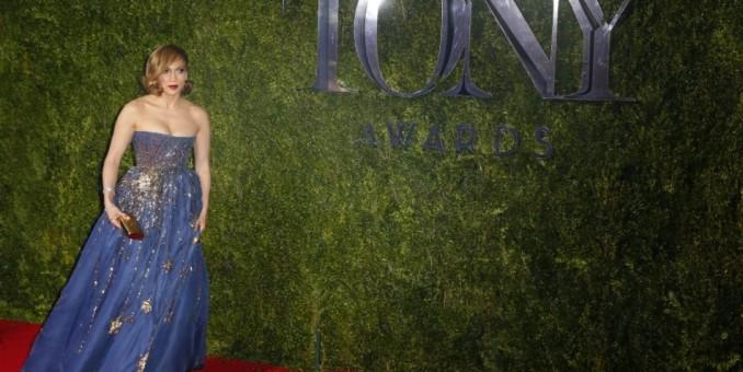 Jennifer López y Chita Rivera encienden la alfombra roja de los Tony