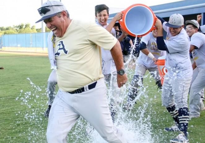 Los Bulldogs de Alexander High School en Laredo Texas entre los mejores equipos de baseball en el país