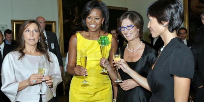 """Michelle Obama admira """"La última cena"""" con sus hijas y Renzi en Milán"""
