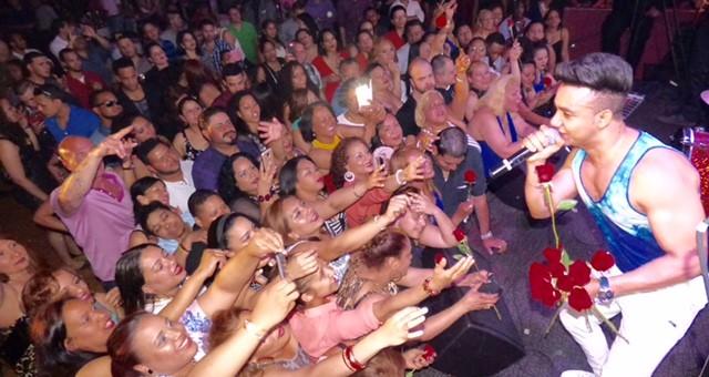 Elvis Martínez convoca multitudes en tour 2015 por Estados Unidos
