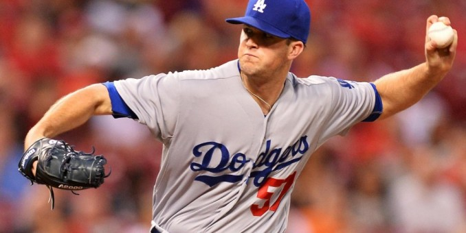 Alex Wood lanza pelota de un hit y Dodgers vencen a Rockies