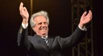 Presidente de Uruguay atendió a una joven enferma en vuelo a Francia