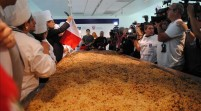 Miami bate récord Guinness preparando ensalada de quinua más grande del mundo