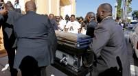 Realizan funeral de joven negro tiroteado por policía en Florida, EEUU