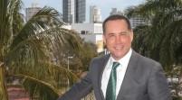 Reeligen a alcalde de Miami Beach en votación marcada por baja participación