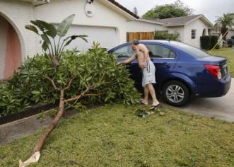 Tornado levantó vehículo en autopista de Florida