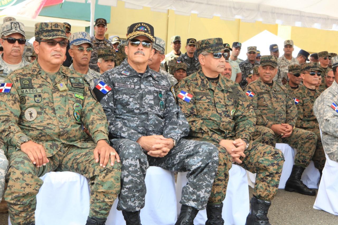 viceministro-de-dfensa-matos-de-la-cruz-jefe-de-la-policia-ministro-de-defensa-y-partes-dell-estado-mayor-de-defensa