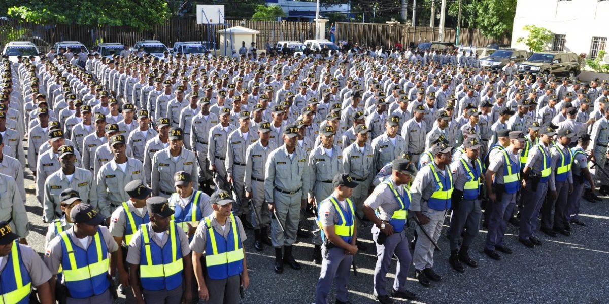 Image result for Policías acuartelados en santo domingo